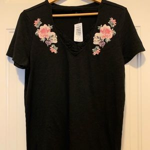 NWT Torrid Short Sleeve T-Shirt Black with Skulls